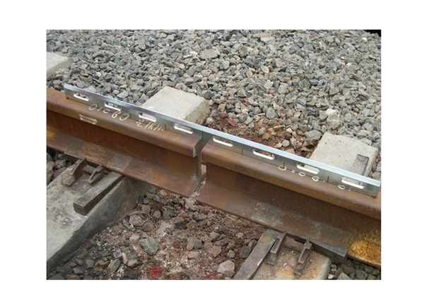 Checking the alignment of the head of the rail sections